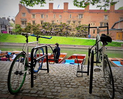 Magdalene College, Cambridge (perseverando) Tags: cambridge college river university cam bikes punts magdalene perseverando