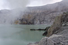 The acidic and warm crater lake of Ijen. (Acidic as a result of the sulphur dioxide from burning sulphur forming sulphurous acid.) (JohnMawer) Tags: indonesia volcano java jawatimur ijen sempol