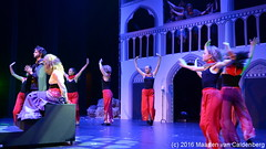 Vlammen van de Hel (reprise) #musical @rodenborch #rosmalen (Maarten van Caldenberg) Tags: rosmalen perron3 esmeralda dansers dans frollo rodenborchcollege rodenborch deklokkenluidervandenotreda musical vlammenvandehel