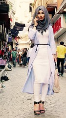 Musulmana fashion (PhotoSebastian) Tags: turqua turkey estambul istanbul eminonu street streetphoto fashion shopping woman