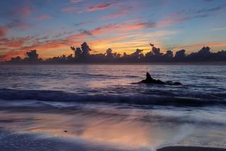 鯨鰭晨光 Sunrise, Whale Fin Rock, Taitung, Taiwan