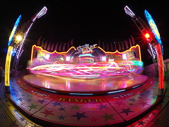 Shaker Hamburg (Michael Guthmann) Tags: light lens amusement movement hamburg wide wideangle olympus fisheye bewegung amusementpark zuiko omd park2 langzeitbelichtung volksfest rummel longtimeexposure longtime objektiv em10 fischauge hamburgerdom omdolympus olympusem10 livecomposite 8mm135