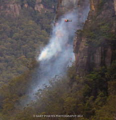 Cahills Fire I (Gary Hayes) Tags: rescue point fire australia bluemountains valley helicopters sublime megalong