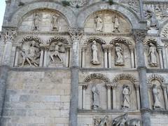 Cathdrale Saint-Pierre (XIIe puis remanie au cours des sicles), Angoulme (16) (Yvette Gauthier) Tags: architecture cathdrale angoulme 17 charente cathdralesaintpierre poitoucharentes artroman