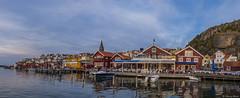Fjllbacka panorama (Vrakpundare) Tags: bridge panorama boats sweden westcoast krog bryggan kaj fishingvillage kyrka bohusln brygga hamn restaurang vstkusten btar fjllbacka uteservering fiskeby kyrktorn henryblom vrakpundare