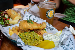 GRNERLKKA FISH & CHIPS (Lucero Viktoria) Tags: summer food fish beer oslo norway drink chips foodporn fries british scandinavia brewhouse pubgrub fishchips barfood craftbeer
