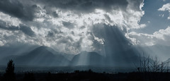 Light curtain (Simos1968) Tags: light sky mountains field curtain dramatic