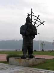 Bag-Piper Gaiteiro (Mara Fernndez Photo) Tags: kodak monumento gaitero galicia bagpiper ortigueira gaiteiro galician pixpro az521