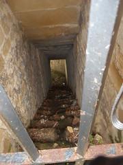 DSCN5393 (jon_zuniga1) Tags: old closed secret access cerrado secreto viejo antiguo acceso abandonado urgull abandonated monteurgull