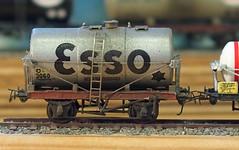 2mm FS, Kitbuilt ESSO Silver Tanker Tank (Nik Morris (van Leiden)) Tags: model br railway tankers tutbury hayle 2mm finescale 2mmfs