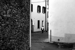 Knocking-Off Time (Leica M6) (stefankamert) Tags: stefankamert street city town blackandwhite blackwhite baw bw sw schwarzweis people leica m6 m rangefinder analog film ilford fp4 wall voigtlnder nokton scan epson v550 negative