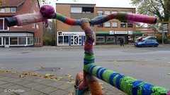 Keep it warm! (oxfordian.world) Tags: november winter cold bicycle frost colourful knitted fahrrad bunt klte handknitted stricken farbenfroh winterclothing frostprotection frostschutz oxfordian winterkleidung winterfreude lumixlx7 oxfordiankissuth
