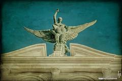 En la azotea del Diario de Cdiz (hapePHOTOGRAPHIX) Tags: espaa statue andaluca spain europa europe andalusia cdiz andalusien spanien diariodecadiz textureblending hapephotographix 724esp 999txb 724and