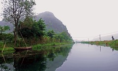 River In The Mist (derNubo) Tags: trees mist mountain river asia riverside vietnam fujifilm riverbank ninhbinh tamcoc xt1 fujifilmxt1
