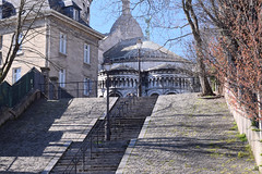 Rue du Chevalier de la Barre (Bee.girl) Tags: paris france nikon montmartre sacrcoeur 75018 2014 d5300