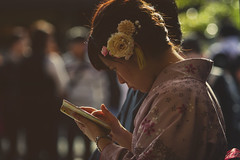 in Japan (Enricodot ) Tags: street flowers light flower japan japanese kyoto phone streetlife kimono streetphotographer enricodot
