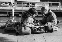 Qual o caminho? (Which way?) (A. Paulo C. M. Oliveira) Tags: portrait blackandwhite bw portugal nikon retrato snapshot pb peoples porto pretoebranco gentes instantneo d3000