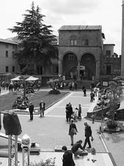 Viterbo_13_1240 (Dubliner_900) Tags: bw monochrome streetphotography olympus viterbo biancoenero lazio tuscia micro43 omdem5markii mzuikodigitaled1240mm128pro