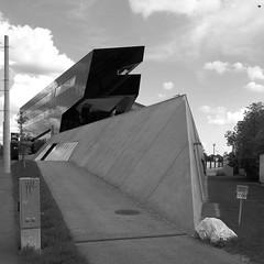 Hundevergrmung / Dreadnought (bartholmy) Tags: dog sign architecture concrete austria sterreich pavement tag sidewalk schild hund architektur graz manholecover steiermark beton styria sapling nodogs gehweg utilitybox gullydeckel bumchen rambow hundeverbot verteilerkaster rammsporn
