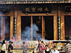 IMG_7310 Leshan (farfalleetrincee) Tags: asia china sichuan leshan  travel guide tourism adventure temple people religion incense