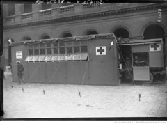 1915. Les autos ambulances russes aux Invalides [12 juillet 1915, un exemple d'ambulance] (foot-passenger) Tags: bibliothquenationaledefrance bnf gallica oldphoto 1915 ambulance france wwi worldwari