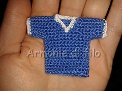 Mini maglietta 1 (Armonie di filo) Tags: uncinetto filo cotone maglia maglietta italia calcio portachiavi regalo segnaposto bomboniera bomboniere mano compleanno diciottesimo comunione mini