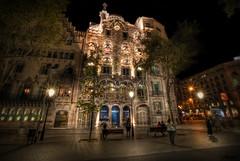 ... casa Batlló de noche ... Barcelona. (franma65) Tags: gaudi barcelona batlló casabatlló modernismo modernismocatalán