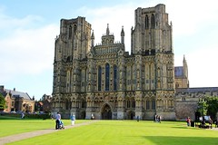 Wells Somerset England Angleterre : The magnificent Gothic cathedral, Die fabelhafte gotische Kathedrale, la superbe cathdrale gothique. (Histgeo) Tags: wells somerset england angleterre gothic cathedral gotisch katherale dom cathdrale gothique faade glise church kirche histgeo