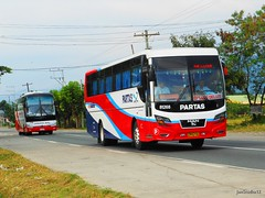 Dagupan Bus 71796 vs PARTAS 81268 (JanStudio12) Tags: man bus shot deluxe location vs pinoy dagupan pangasinan fanatic pbf sison yutong partas 71796 81268 highdecker janstudio12