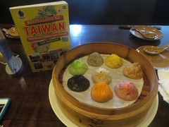 #Ihhh #Ada #Xiaolongbao #Pelangi #nich..ㄟ( ̄▽ ̄ㄟ)  #Merah #Kuning #Hijau, #di #Langit #ryang #Biru..'=^_^=  #Eits ada #Warna #Warni #Lainnya #pula #loh..#Prikitiiiww ∩__∩  Di #Taiwan, #Restoran #Dintaifung #terkenal #dengan Xiaolongbao #Paling #Yahud #Sedun (bukubertualangketaiwan) Tags: ada taiwan tomcruise di tau aja rp ya mau hijau nich biru kuning langit pula siapa merah loh pelangi paling dintaifung cuma xiaolongbao warna dengan restoran baca datang ryang terkenal bisa pasti gramedia eits ihhh dimana warni bertualang sedunia yahud lainnya berjumpa tiap menyantap terbitan lokasinya flickrandroidapp:filter=none prikitiiiww yeeyyyyy