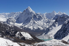 Npal, parc national de Sagarmatha, rgion de l'Everest, Dzongla, le pic Ama Dablam 6856 m (jpazam) Tags: montagne lac pic jour asie himalaya khumbu everest amadablam npal chola sommet solukhumbu dzongla patrimoinemondialdelunesco parcnationaldesagarmatha