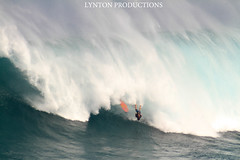 Tyler Larronde Jaws Bail (Aaron Lynton) Tags: fall canon hawaii big surf wave maui surfing tyler 7d jaws xxl bail peahi larronde lyntonproductions