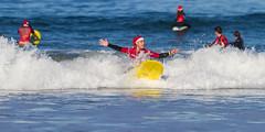 Surfing Santas (dfvergara) Tags: santa espaa mar agua surf playa galicia deporte santaclaus claus olas surfistas tabla patos espuma papanoel nigrn surfero playadepatos