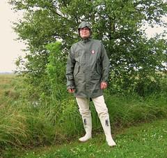 Derbe Friesennerz oliv (Nordsee2011) Tags: raincoat rubberboots rainwear gummistiefel raingear aigle regenjacke derbe regenmantel friesennerz ostfriesennerz regenkleidung regenbekleidung