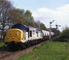 Mainline Freight at Marchwood (Nic Joynson) Tags: bitumen fawley marchwood semaphores fueloil rollingwheels 37800 mainlinefreight tavistockjunction glocymru