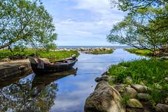 Hällevik (MagnusBengtsson) Tags: skåne himmel sverige båt träd hav österlen landskap kivik