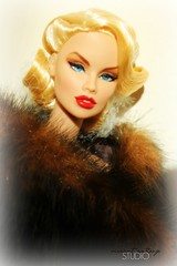 Hollywood Glam ... IMG_4694 (vinvisible11) Tags: vanessa 30 ooak blonde enhancement fashionroyalty repaintedlips