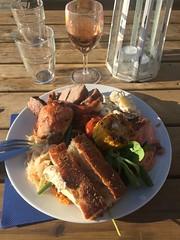 Middag 14/6 (Atomeyes) Tags: mat sallad vin lax coleslaw ros brd majs ktt grillbuff djurnset rror