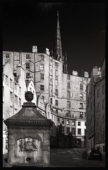 West Bow Edinburgh (albireo 2006) Tags: edinburgh scotland greatbritain unitedkingdom westbow blackwhitephotos blackandwhite blackandwhitephotos blackwhite bw bn nb pb street