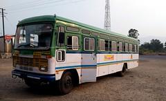 MSRTC Pushback Hirkani Stopped for Refreshment near Satara (gouravshinde94) Tags: msrtc sangli hirkani bus semiluxury asaid