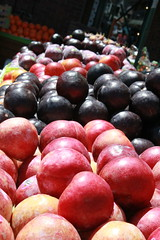 San Francisco 2016 (timkeaty) Tags: fruit fruitstand plums