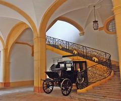CLUNY - Borgogna - FRANCIA (cannuccia) Tags: scale giallo francia cluny archi metallo carrozze borgogna