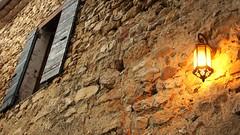 France - La Motte Chalancon (janvandijk01) Tags: france la motte chalancon frankrijk avond licht huis muur lamp