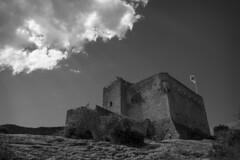 Vestige du passe (CTfoto2013) Tags: chateau castle ruines ruins sky ciel cloud nuage light lumiere lumix panasonic gx7 mirrorlesscamera micro43 blancoynegro bw nb bn medieval moyenage architecture building