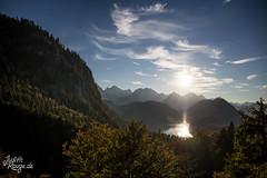View (judithrouge) Tags: view ausblick aussicht see lake sonne sun gegenlicht contrejour abendlicht berge mountains landscape landschaft