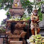 temple balinais et offrandes thumbnail