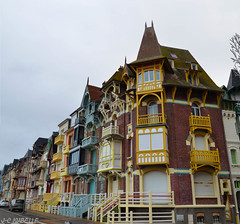 Mers-les-Bains (Somme) (J-C Isabelle) Tags: mer france facade french nikon sigma 80 couleur picardie lamanche somme 2470 merslesbains d5100