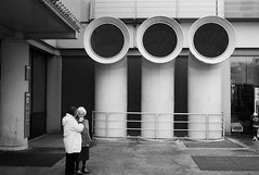 two ladies and three big vents (gorbot.) Tags: street blackandwhite bw rangefinder mmount leicam8 silverefex voigtlander28mmultronf19