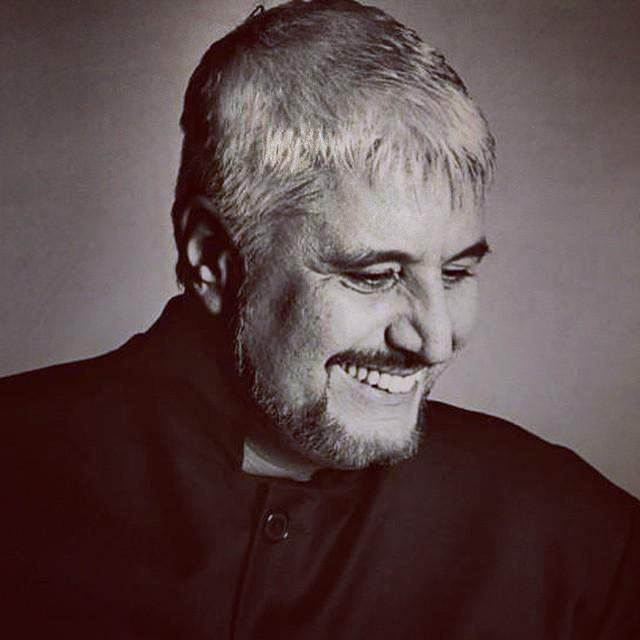 Pino Daniele, un grande artista e musicista Italiano delle mie stesse origini si è spento allimprovviso ieri sera. Da napoletano come lui provo un grande dolore quando ci penso. Non riesco a pensare che uno dei piú grandi Cantautori Partenopei ci abbia l