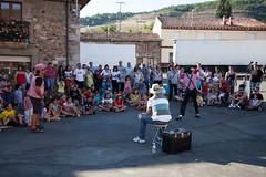 Fiesta Infantil 2011 (Robles de la Valcueva) Tags: espaa spain len roblesdelavalcueva haciendoclack jessgonzlez 16082011 pantomimalen
